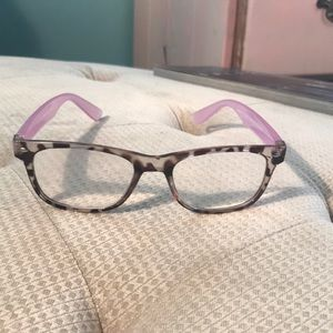 Accessories - Stylish readers